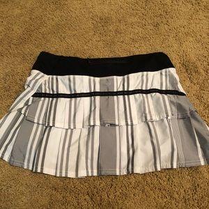 Lululemon Grey and White Pace Setter Skirt size 4